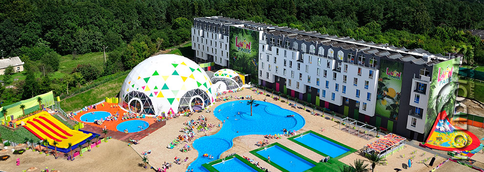 theme-park-tent-3